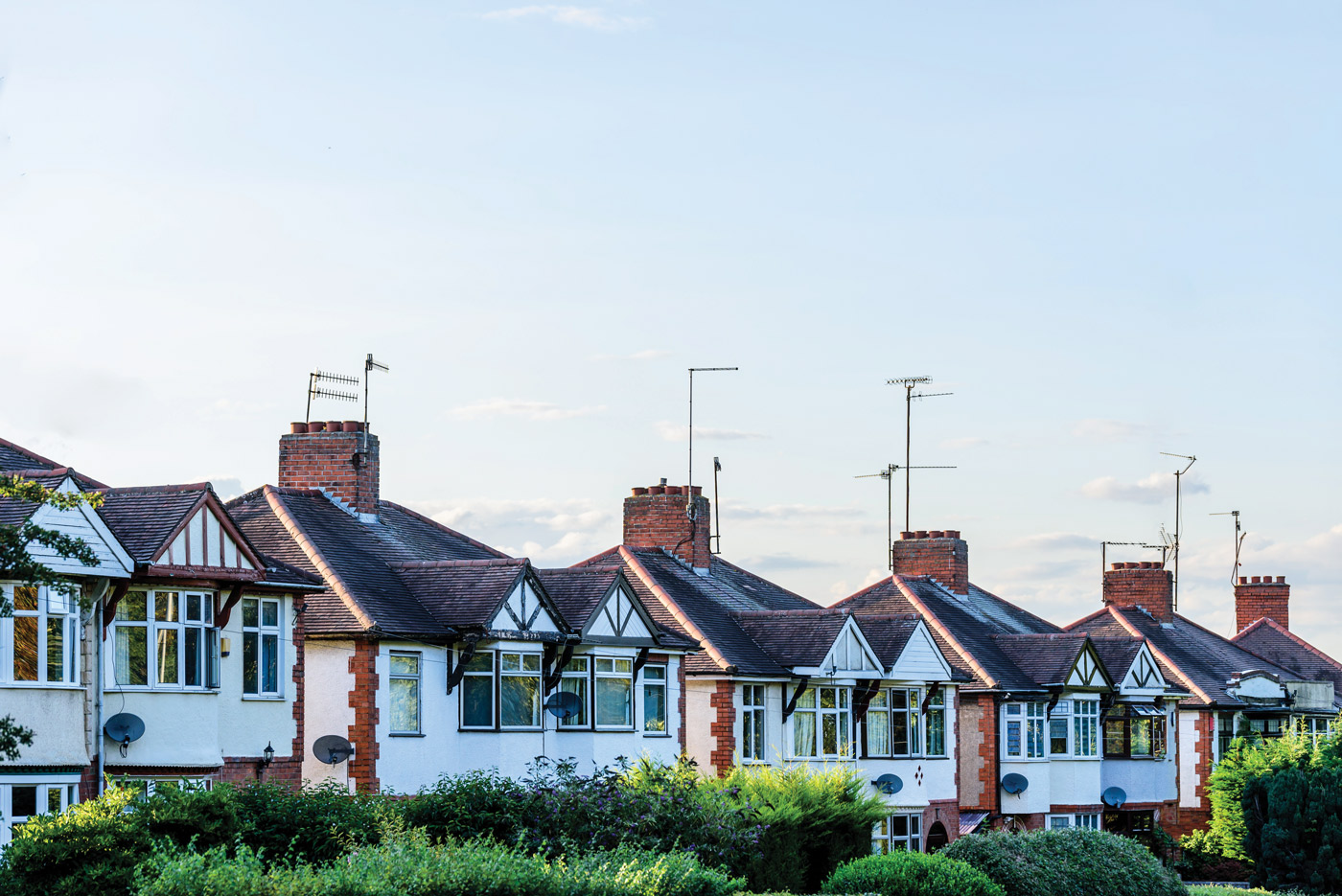 photo of a UK suburbia with white houses